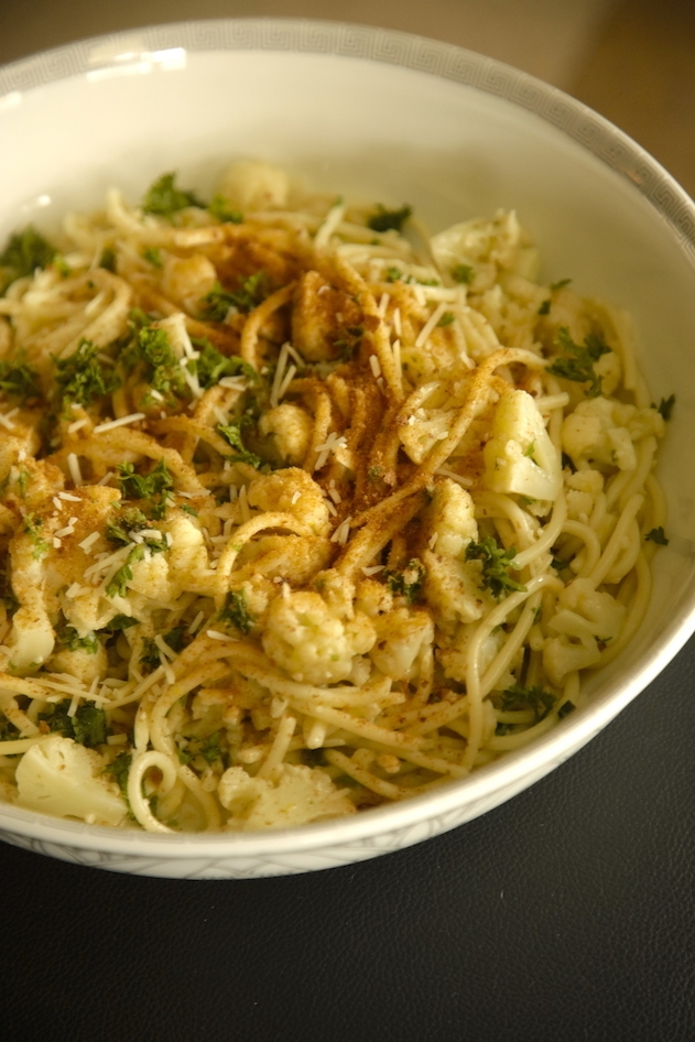 Bucatini con cavolfiore, aglio e pangrattato tostato: Pasta with Cauliflower, Garlic and Toasted Breadcrumbs