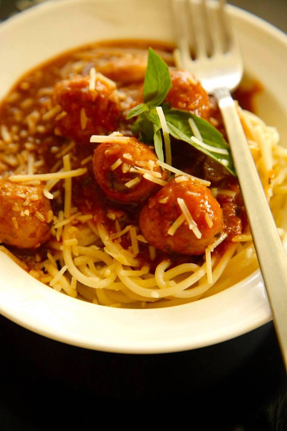 MUMBAI MEATBALL IN SAUCE WITH SPAGHETTI