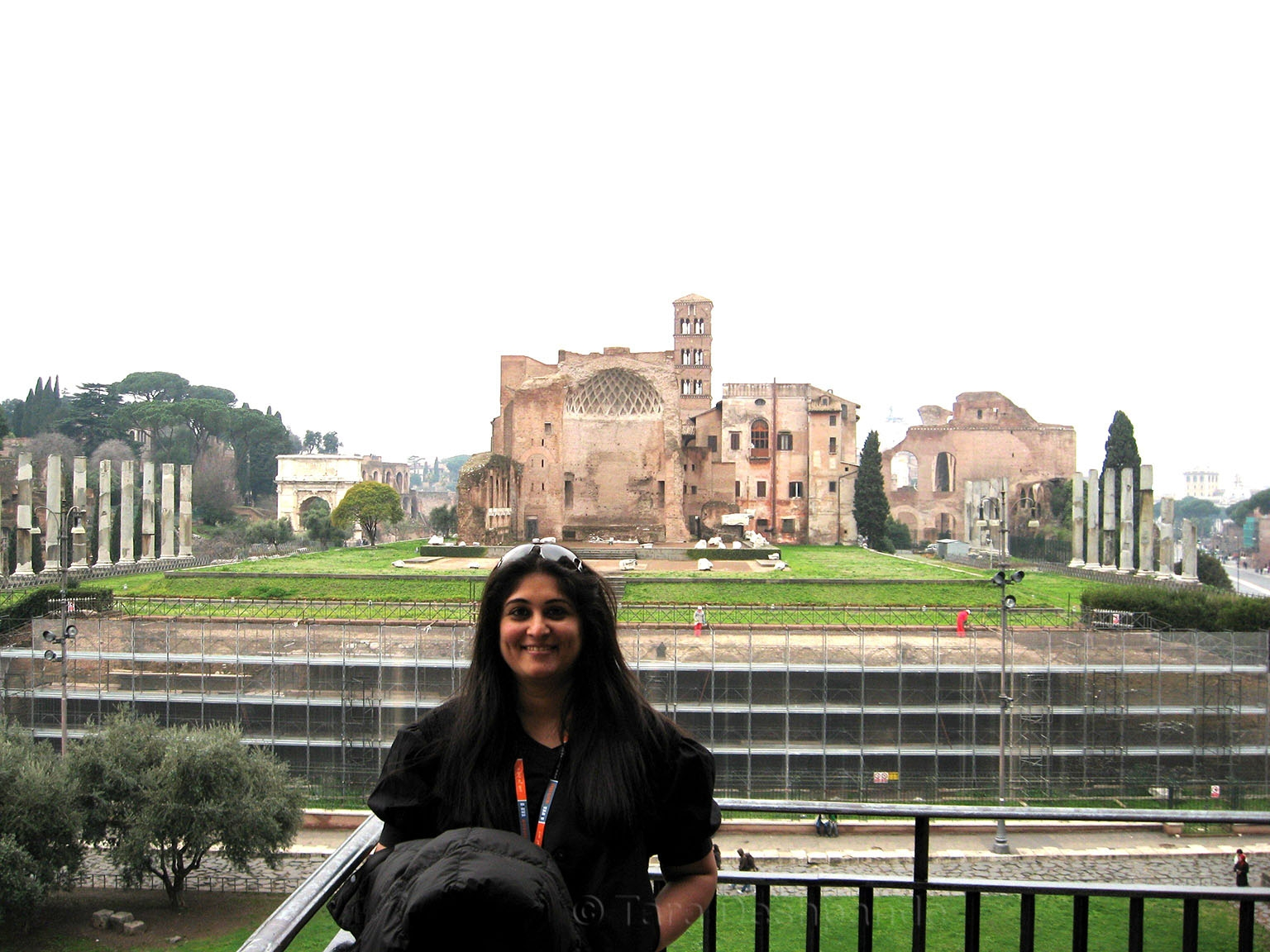 Tara outside the Colosseum | @Tara_Deshpande