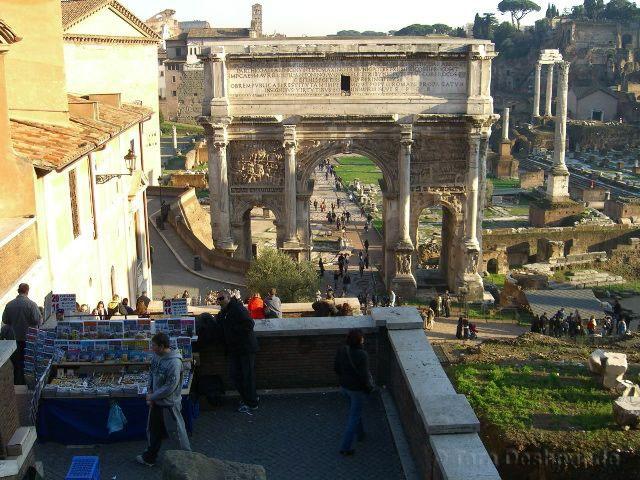 The Trastevere neighborhood in Rome   @Tara_Deshpande