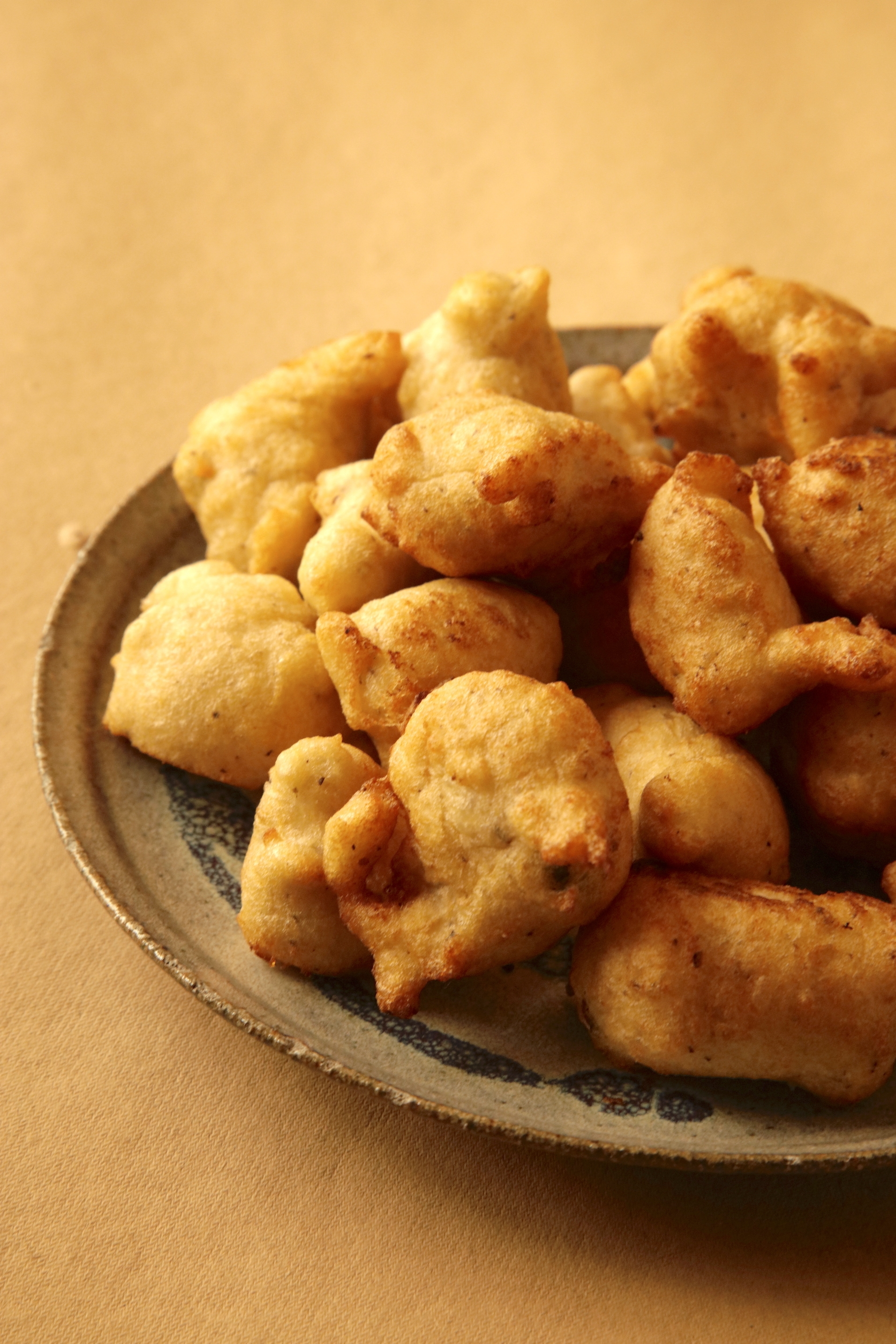 BISCUIT AAMBODA-LENTIL FRITTERS