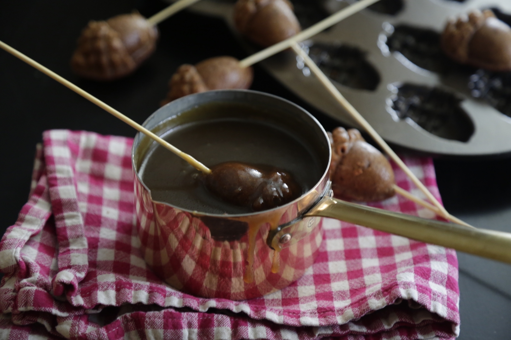 GINGERBREAD WITH STICKY TOFFEE FONDUE