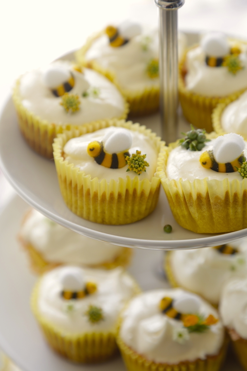CUPCAKES WITH LEMON BARLEY FROSTING